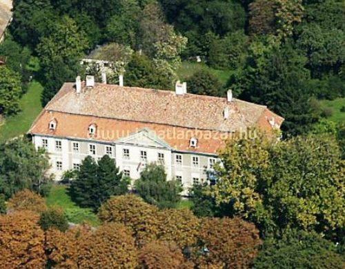 1 kastély és 2 villa egy tulajdoni lapon, 152 millióért